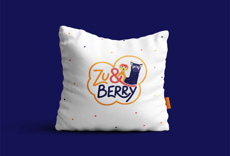Nasi brand hero Zu&Berry na poduszce